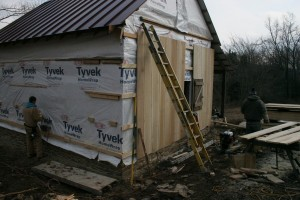 We add a layer of moisture proof building fabric to better protect the logs, and then prevent moisture accumulation by installing our siding over batten-strips. Creating an air gap ensures proper circulation behind the siding.