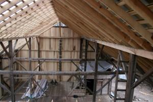Poplar rafters make a pleasing contrast against the oak framing.